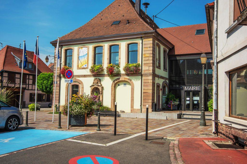Sainte-Croix-en-Plaine-mairie-2